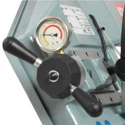 Manometer zur Überwachung und Einstellung der korr. Bandspannung